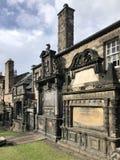 Graven in Greyfriars Kirkyard - Edinburgh - Schotland stock afbeelding