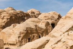 Graven in Petra, Jordanië stock fotografie