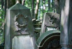 Graven van de oude Joodse begraafplaats stock afbeelding