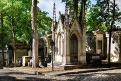 Graven van Montmartre-Begraafplaats in Parijs Stock Afbeeldingen