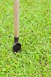 Gravende Schop voor Groen Gras Royalty-vrije Stock Afbeelding