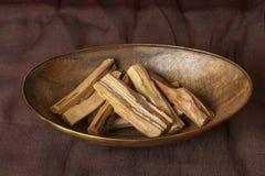Graveolens de Bursera, connus dans l'Espagnol comme Palo Santo ?bois saint ? photo libre de droits