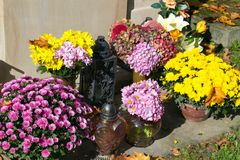 Graves decorations: chrysanthemum flowers and votive candles. stock images
