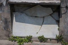 Gravesite quebrado em Nova Orleães Imagens de Stock Royalty Free