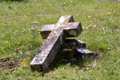 Gravestone broken cross Royalty Free Stock Photos