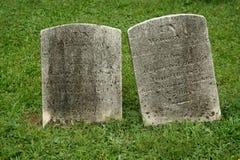 gravestone gammala två Arkivfoto