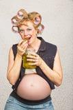 Gravid bondlurkkvinna Arkivfoto