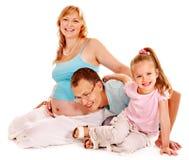 Gravid kvinna med familjen. Royaltyfri Foto