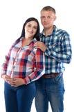 Gravid kvinna och hennes make i skjorta Arkivbilder