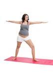 Gravid kvinna som gör aerobicsövningar Fotografering för Bildbyråer