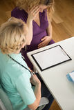 Gravid kvinna som känner sig dålig Fotografering för Bildbyråer
