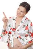 Gravid kvinna visar upp fingret Fotografering för Bildbyråer