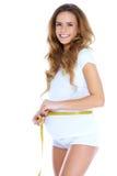 Gravid kvinnameasurig henne buk Arkivbilder