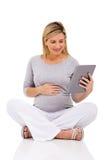 Gravid kvinnasammanträdegolv Arkivbilder