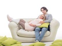 Gravid modekvinna med maken Arkivbilder
