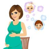 Gravida kvinnan som drömmer om hennes framtid, behandla som ett barn Royaltyfria Bilder