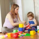 Gravida moderspelrum med barnet Royaltyfri Foto