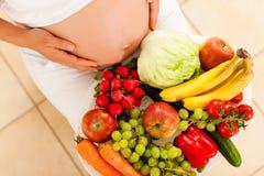 Gravidanza e nutrizione Fotografie Stock Libere da Diritti