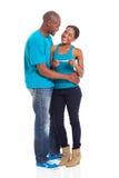 Gravidez dos pares do Afro fotos de stock