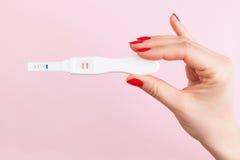 Graviditetstest fotografering för bildbyråer
