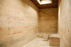 Gravierter Raum im ägyptischen Tempel Stockbild