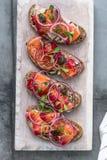 Gravlax salmon curado em um pão duro fotografia de stock royalty free