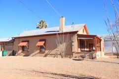Gravsten Arizona: Gammalt västra - historiskt Adobe hus (1882) Arkivbilder