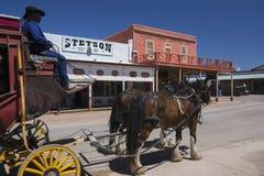 Gravsten, Arizona, USA, April 6, 2015, etapplagledare i gammalt västra stadhem av Doc Holliday och Wyatt Earp och Gunfight på nol Arkivbilder