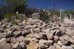 Gravsten Arizona, USA, April 6, 2015, kängakullekyrkogård, gammalt västra stadhem av Doc Holliday och Wyatt Earp och Gunfight på  Arkivbilder