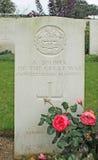 Gravsten av den okända soldaten för britt WW1 av det Gloucestershire regementet i militär kyrkogård i Frankrike Royaltyfri Foto