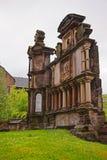 Gravsten i kyrkogård nära Glasgow Cathedral i Glasgow Arkivfoton