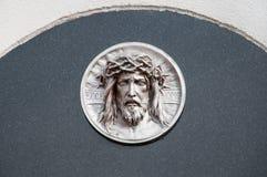 Gravsten med jesus royaltyfri bild