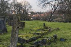 Gravsten på kyrkogård för London ` s Camberwell Royaltyfria Bilder