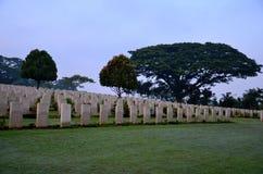 Gravstenar av soldater på kyrkogården Singapore för Kranji brittiska samväldetkrig Arkivbilder