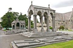 Gravstenar i den Glasnevin kyrkogården, Irland royaltyfri fotografi