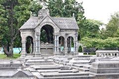 Gravstenar i den Glasnevin kyrkogården, Irland royaltyfria bilder