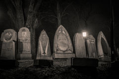 Gravstenar i natten Royaltyfria Foton