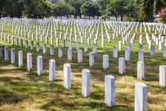 Gravstenar på den Arlington medborgaren Cemeterey Arkivbilder