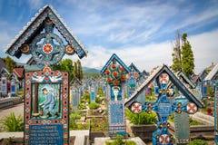 Gravstenar på Sapanta den glade kyrkogården Royaltyfria Bilder