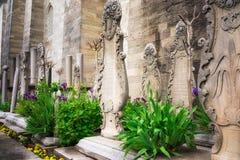 Gravstenen på graven nära Gulkhan parkerar, Istanbul royaltyfria foton
