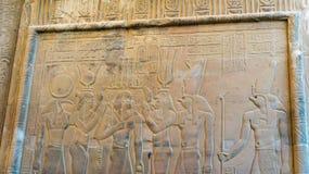 Gravuras egípcias do templo antigo sobre imagens de stock
