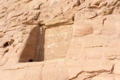 Gravuras egípcias do templo antigo sobre fotos de stock