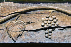 Gravure du bois initiale de vigne et de raisin Images stock