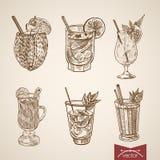 Gravure exotique en verre d'alcool de boisson de cocktail rétro illustration stock