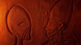 Gravure van de Vreemdelings het Zijn en Mens in Dusty Tomb stock footage