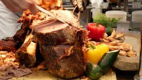 Gravure van het braadstuk van het lendestukrundvlees stock videobeelden