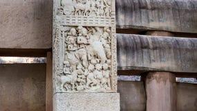 Gravures op steenpijler in Sanchi Stock Fotografie