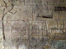 Gravures sur le mur du temple antique de l'Egypte Image libre de droits