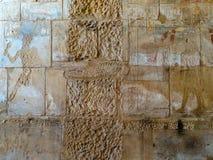Gravures sur le mur du temple antique de l'Egypte Photos stock