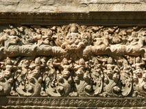 Gravures sur un mur de temple Images libres de droits